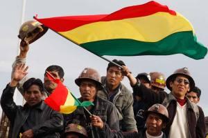 Bolivianos esperan por el referendum