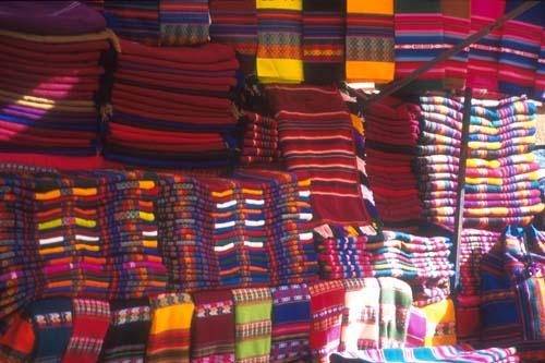 awayos en el mercado-de-Tarabuco