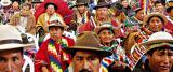 indigenas con wipala